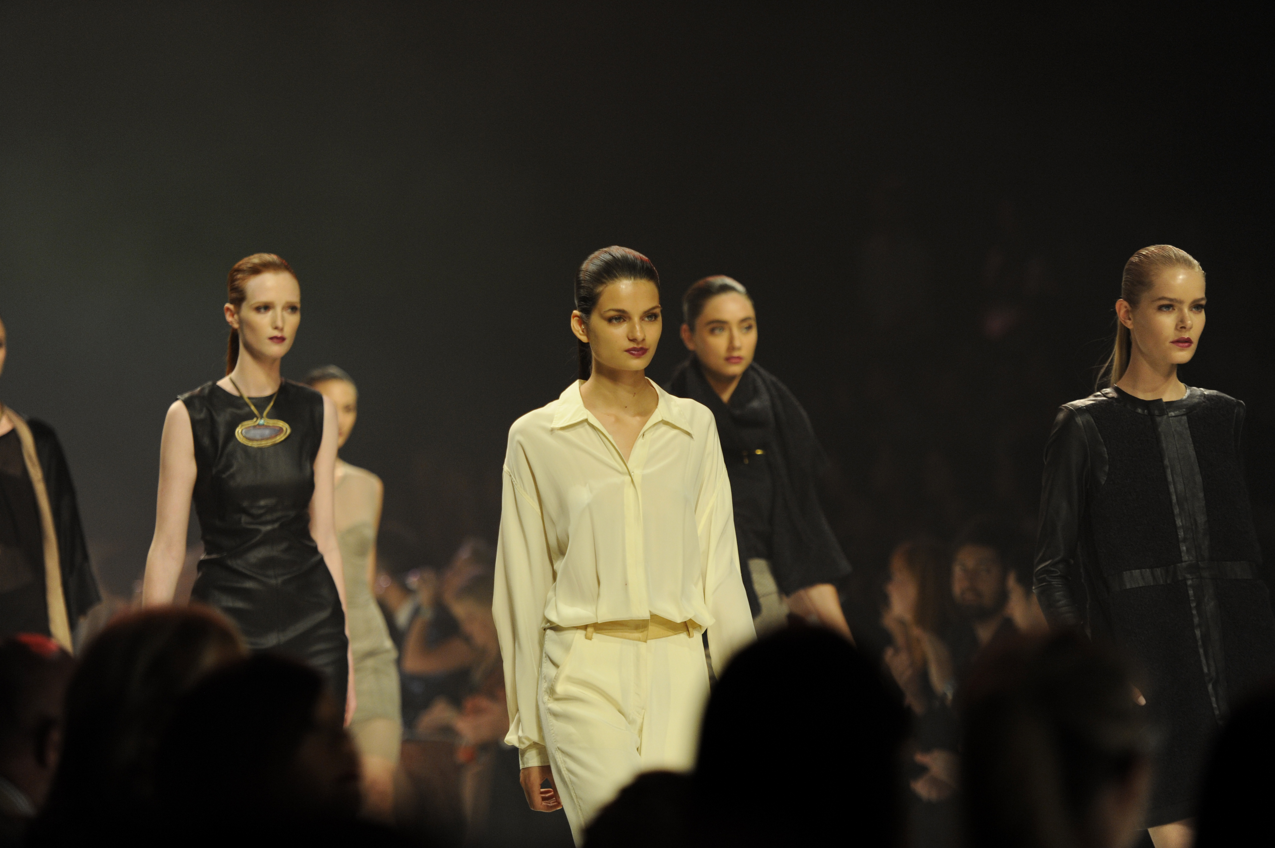 Melbourne fashion show highlights struggling retail industry