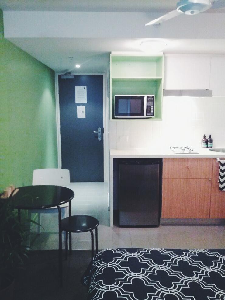 911/268 Flinder Street Melbourne kitchen dining view studio apartment