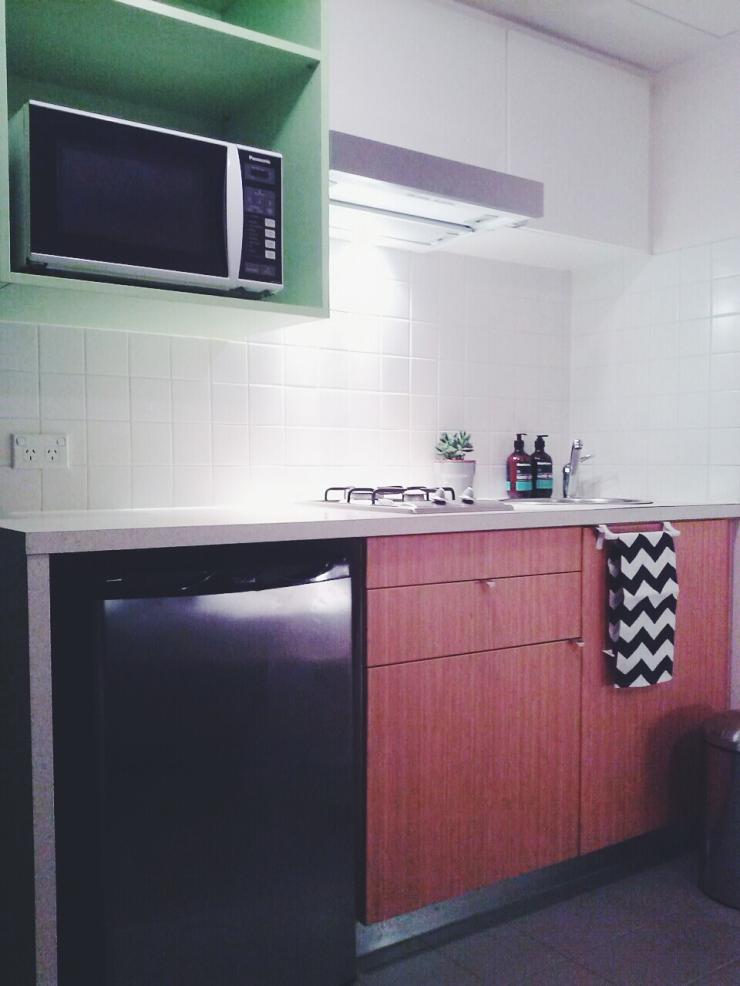 911/268 Flinder Street Melbourne kitchen view microwave studio apartment