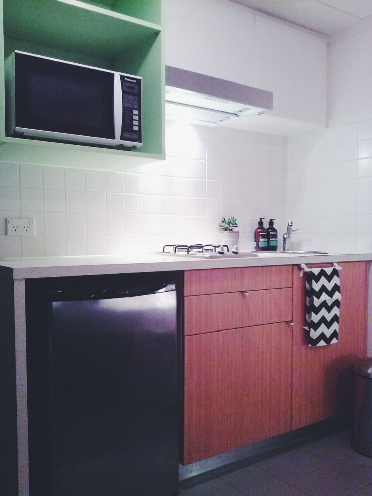 911/268 Flinder Street Melbourne kitchen view microwave studio apartment