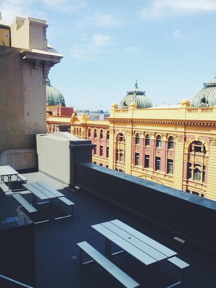 911/268 Flinder Street Melbourne outdoor roof terrace view studio apartment