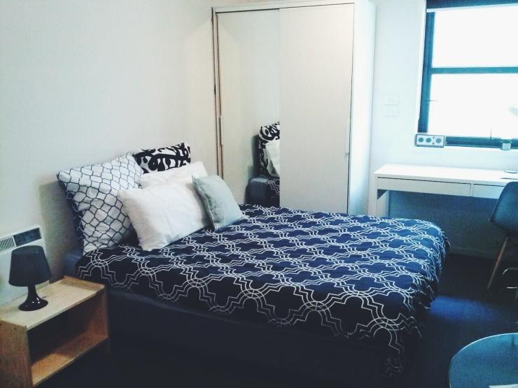 911/268 Flinders Street Melbourne double bed room view
