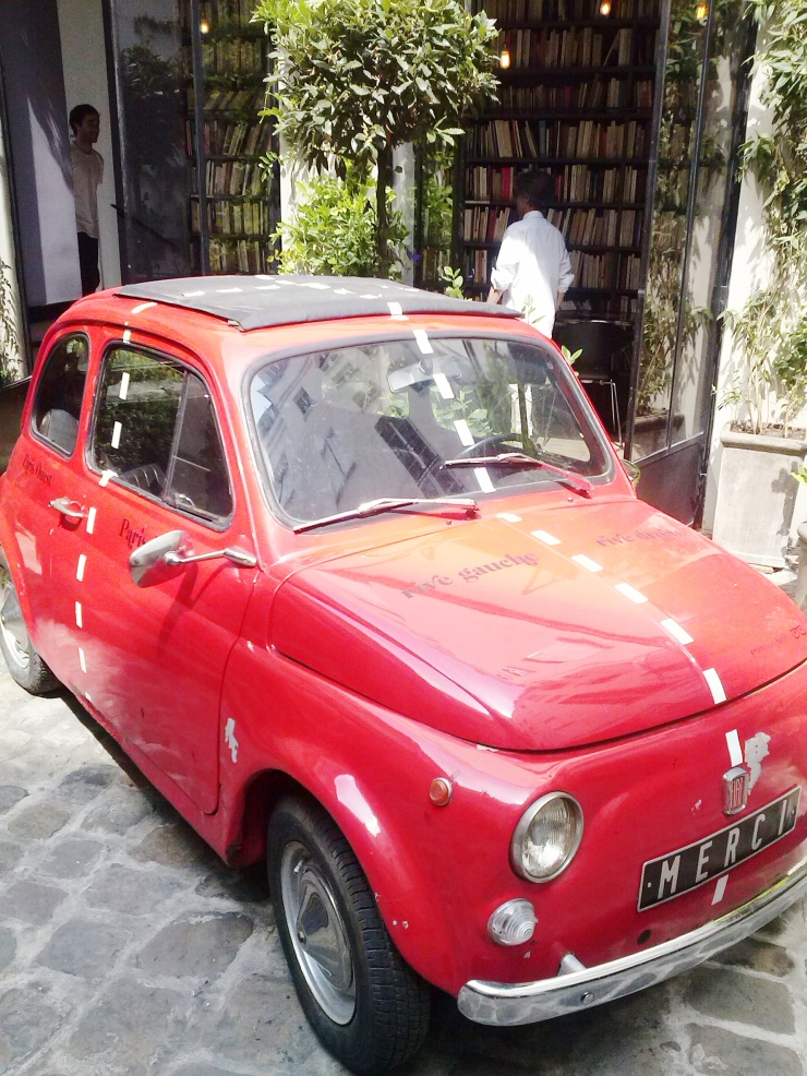 Merci Paris Fiat500 upclose inner courtyard
