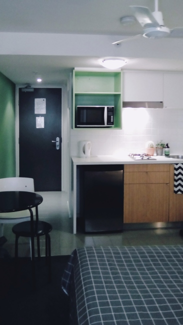 Unit 911 268 Flinders Street Home@Flinders Melbourne Studio by Ideas Dispenser 2018 kitchen corridor view