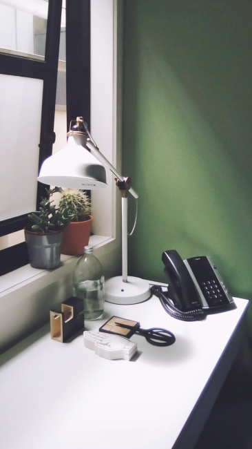 Unit 911 268 Flinders Street Home@Flinders Melbourne Studio by Ideas Dispenser 2018 desk and window view