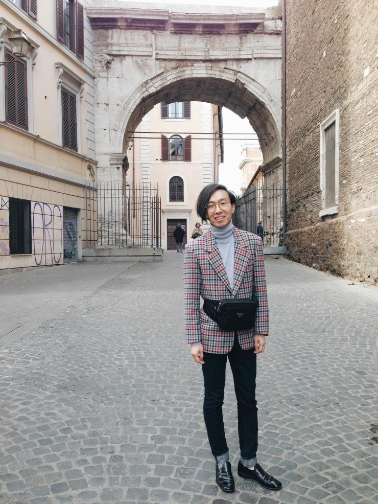 OOTD in Esquilino Rome wearing vintage blazer and Prada waist pouch