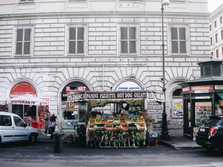 Fruit Kiosk Roma Termini Esquilino
